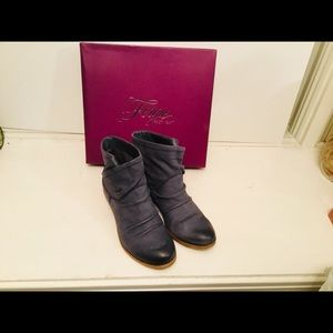 Fergie Moret Leather Ankle Boots 6M